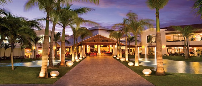 Call Or Email For Group Specials At Dreams Palm Beach In Punta Cana This Resort Is Great All Inclusive Wedding Groups And Family Gatherings