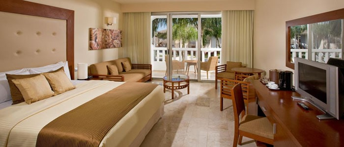 Bedroom And Living Area Full Bathroom With Jacuzzi Shower In Room Bar Tequila Rum Gin Wireless Internet Available