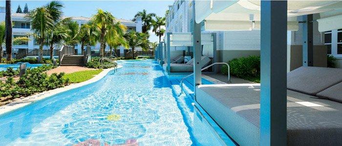 Swim up suites at Azul
