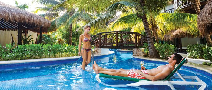 El Dorado Casitas Royale include poolside service