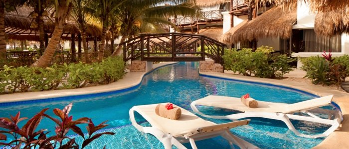 El Dorado Casitas Royale include swim up suites