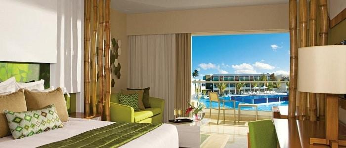 now-onyx-Jr-Suite-preferred-club-Pool-View