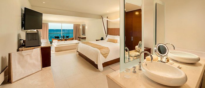 Sun Palace Cancun includes ocean views