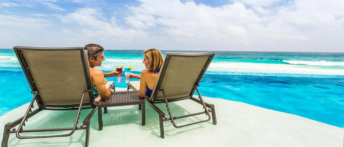 Sun Palace Cancun poolside service