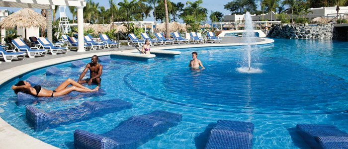 Riu Guanacaste includes poolside service