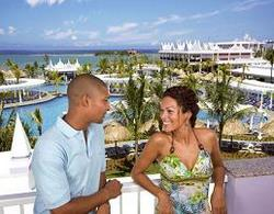 the riu montego bay has a great pool/beach area