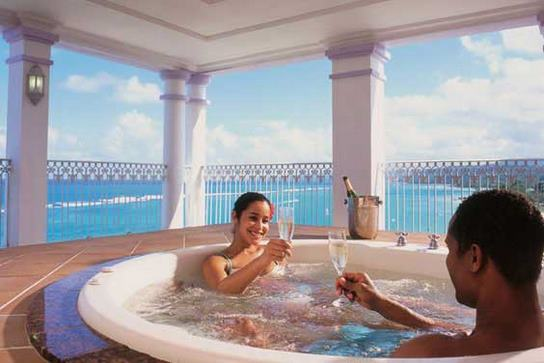 riu ocho rios jacuzzi suite is perfect for a Jamaica Honeymoon