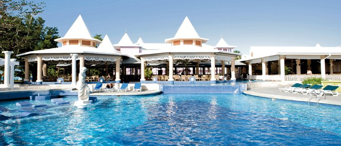 Riu Palace Tropical Bay includes poolside service