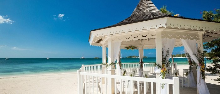 Sandals Negril includes beautiful beach weddings