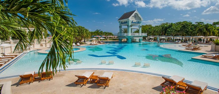 Sandals Ochi Beach includes poolside service