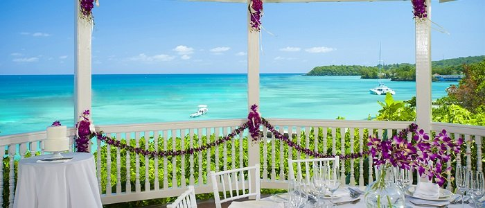 Sandals Ochi Beach offers beach weddings