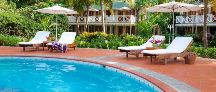 Sandals Halcyon includes poolside service