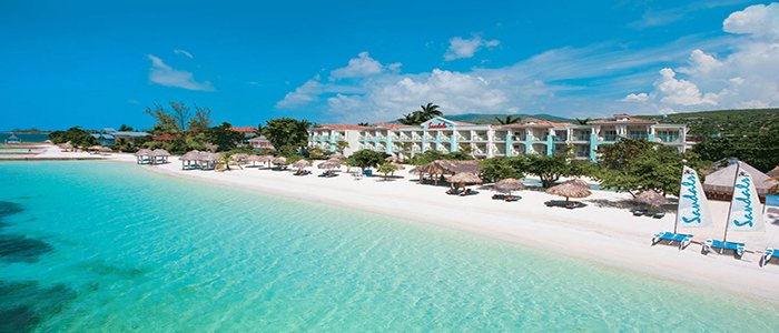 Sandals Montego Bay includesbeautiful white sandy beaches