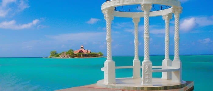 Sandals Royal Caribbean includes breathtaking views of blue waters