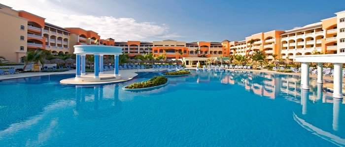 Iberostar Rosehall Suites includes poolside service