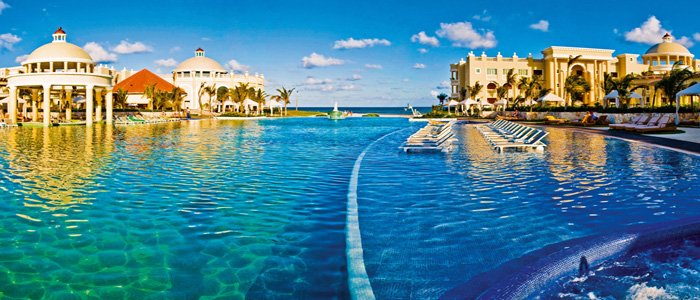 Iberostar Grand Paraiso includes luxurious pools and ocean views