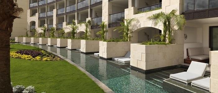 Unico 20-87 swim up pool suites
