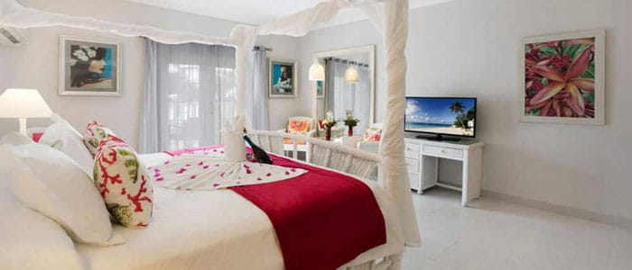 Oceanfront Honeymoon Suite