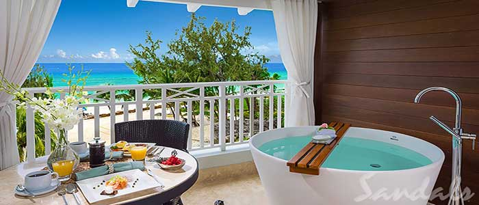 Beachfront Club Level Suite with Balcony Tranquility Soaking Tub - OBT