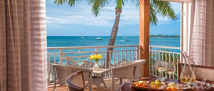 Paradise Honeymoon Beachfront Grande Luxe Club Level Room - HB
